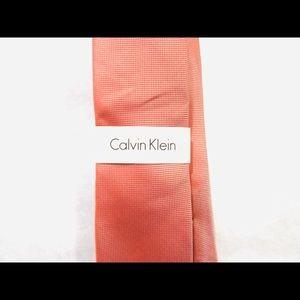 Calvin Klein red / silver tie